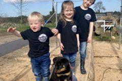 Live-edge-family-children-and-dog