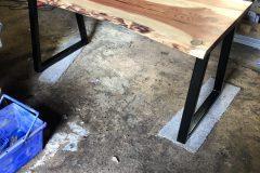 live-edge-sculpting-redwood-wooden-office-desk2
